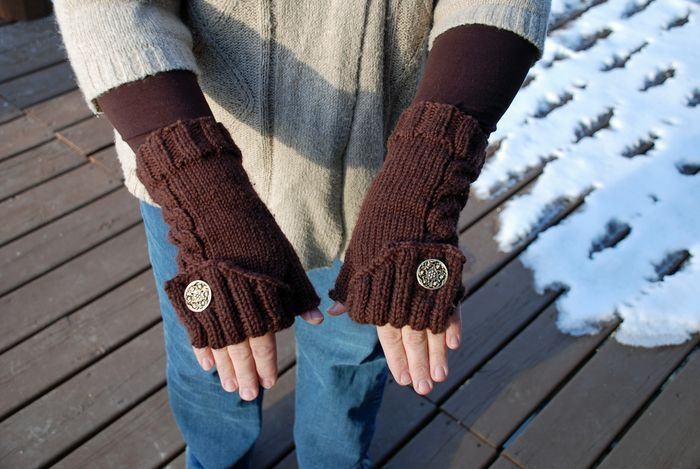 Fingerless brown