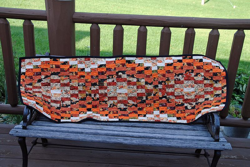 Table runner bargello